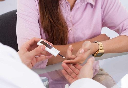 Bệnh nhân tiểu đường tuýp 1 cần phải xét nghiệm đường huyết để kiểm soát bệnh