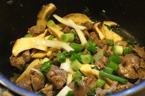 Nấm xào thịt nạc - Món ăn bài thuốc chữa đái tháo đường
