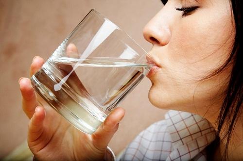 Người bệnh tiểu đường thường uống rất nhiều nước